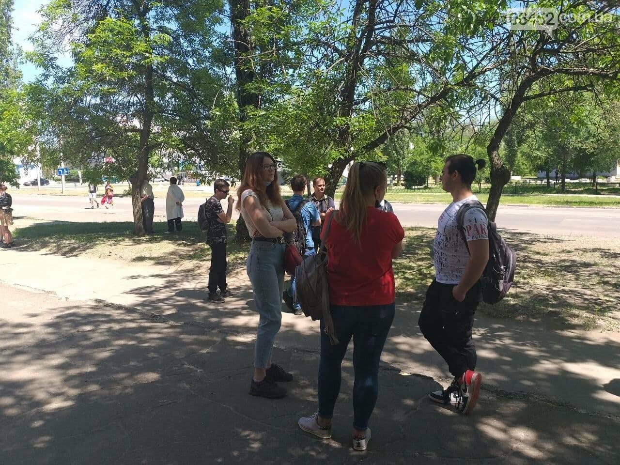 В Северодонецке неизвестный сообщил о минировании корпусов двух университетов (фото), фото-24