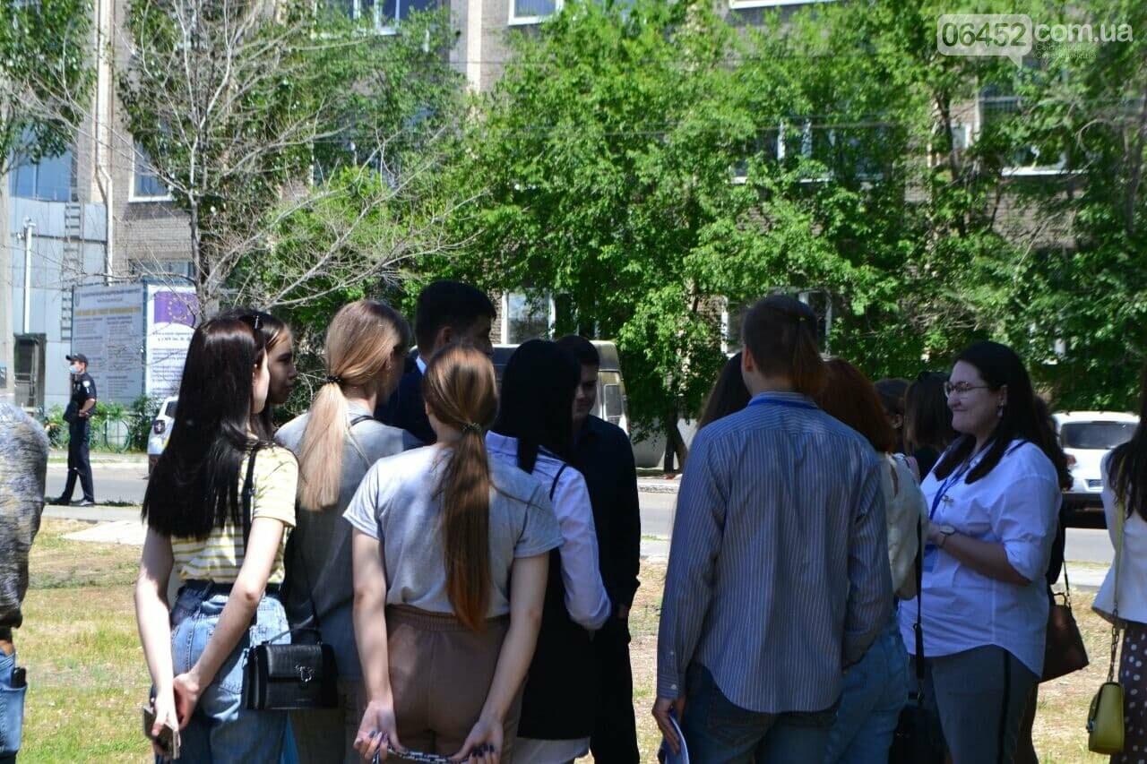 В Северодонецке неизвестный сообщил о минировании корпусов двух университетов (фото), фото-18