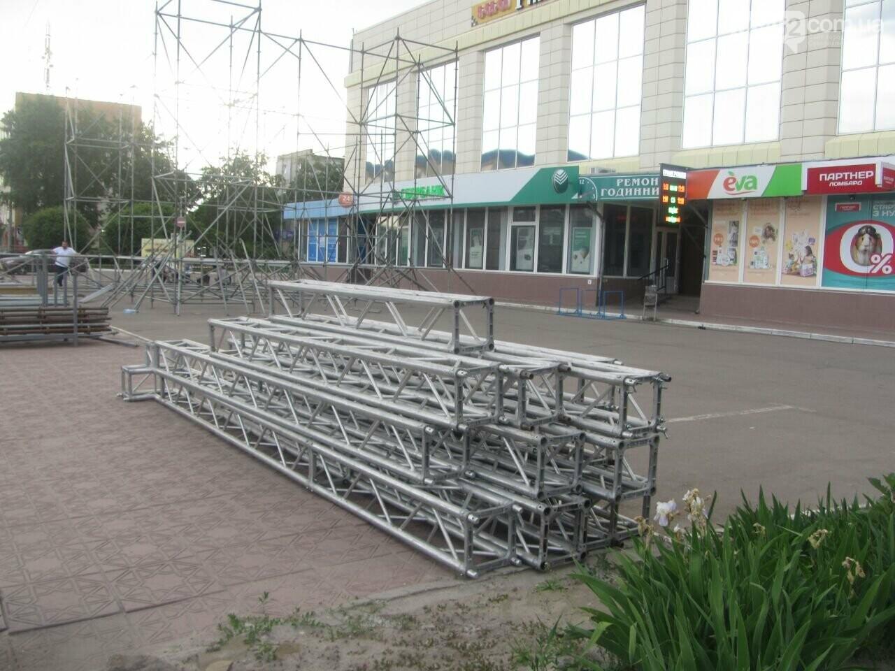В Северодонецке устанавливают праздничную сцену (фото) , фото-3