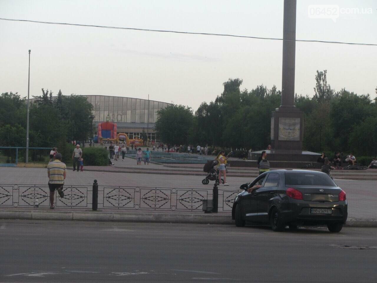 В Северодонецке устанавливают праздничную сцену (фото) , фото-10