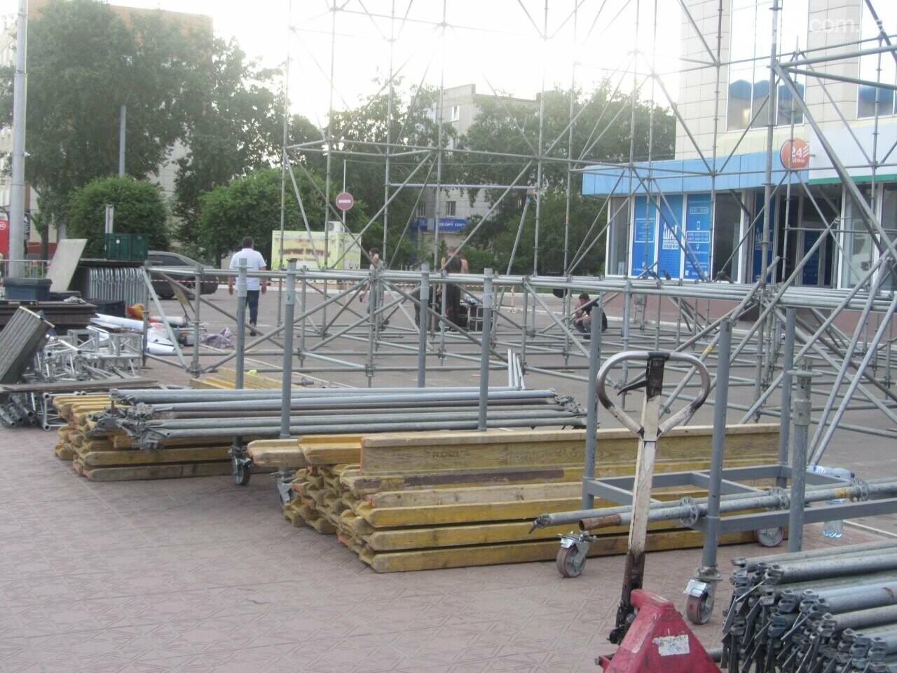 В Северодонецке устанавливают праздничную сцену (фото) , фото-11