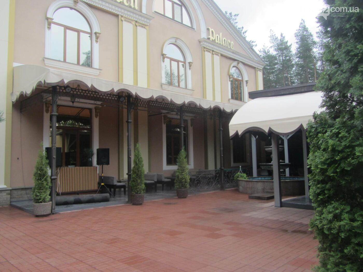 Как изменился интерьер в «Golden Palace» с переездом ресторана «Соль. Остальное мясо», фото-10