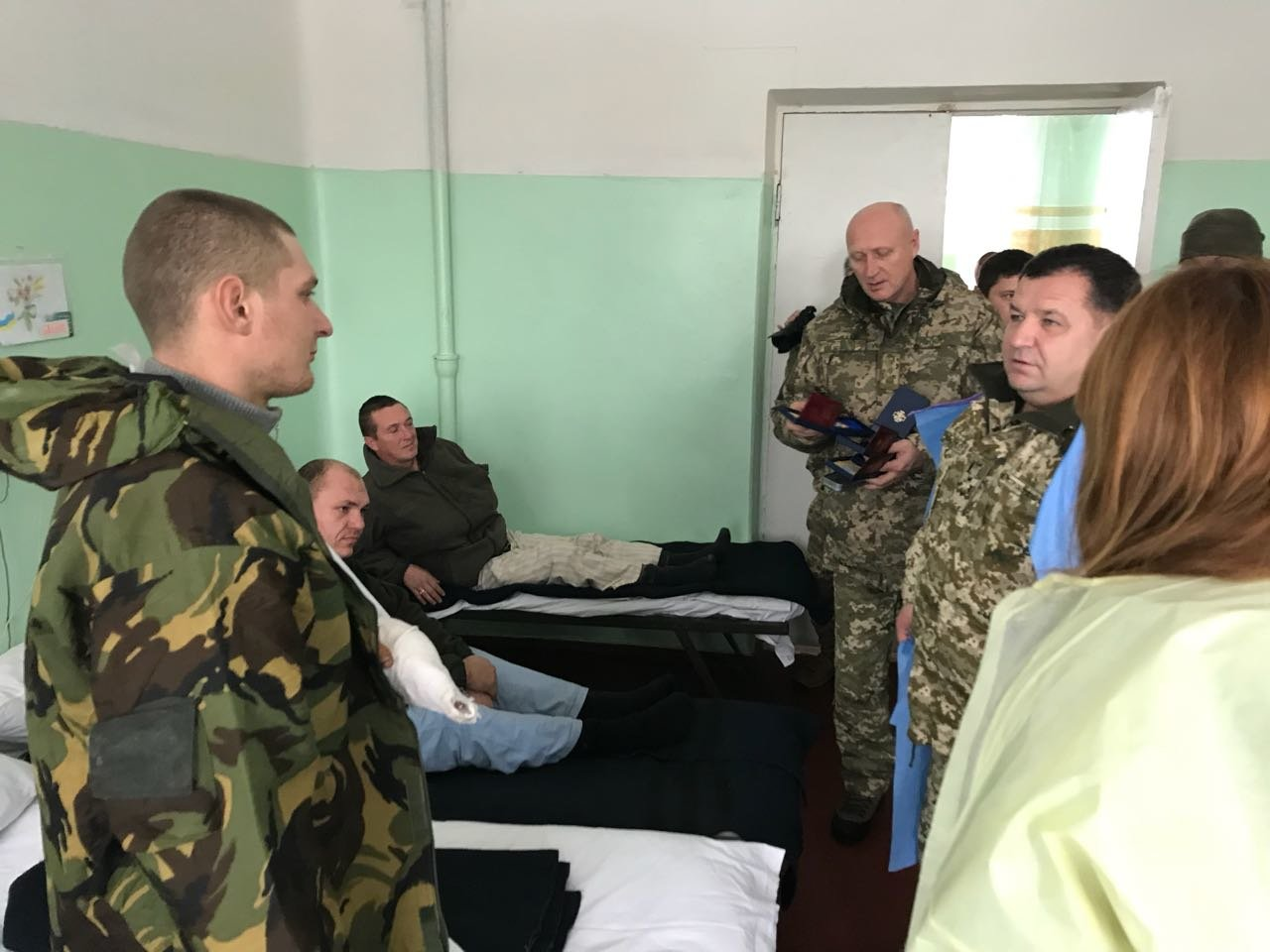Степан Полторак відвідав поранених військовослужбовців у Сєвєродонецьку, фото-1