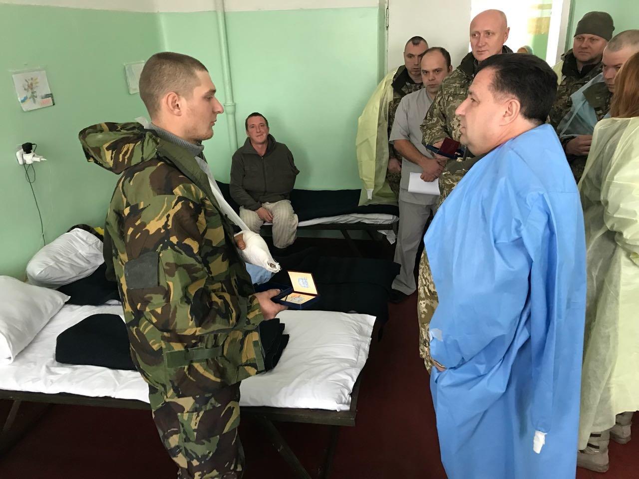 Степан Полторак відвідав поранених військовослужбовців у Сєвєродонецьку, фото-3