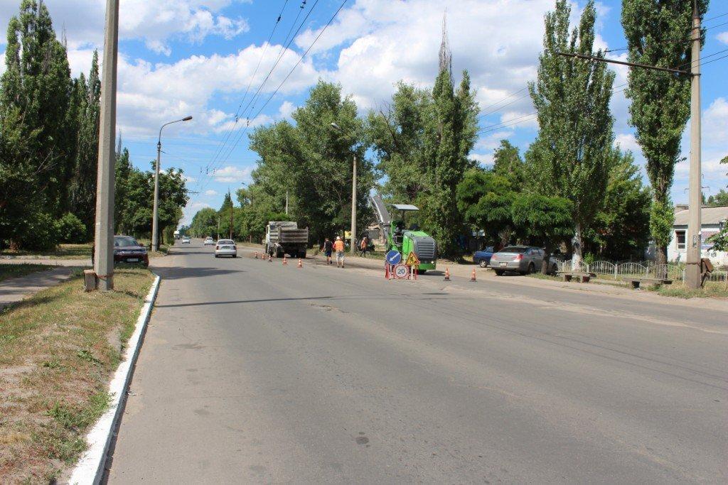 В Северодонецке продолжают латать ямы на дорогах (фото), фото-3