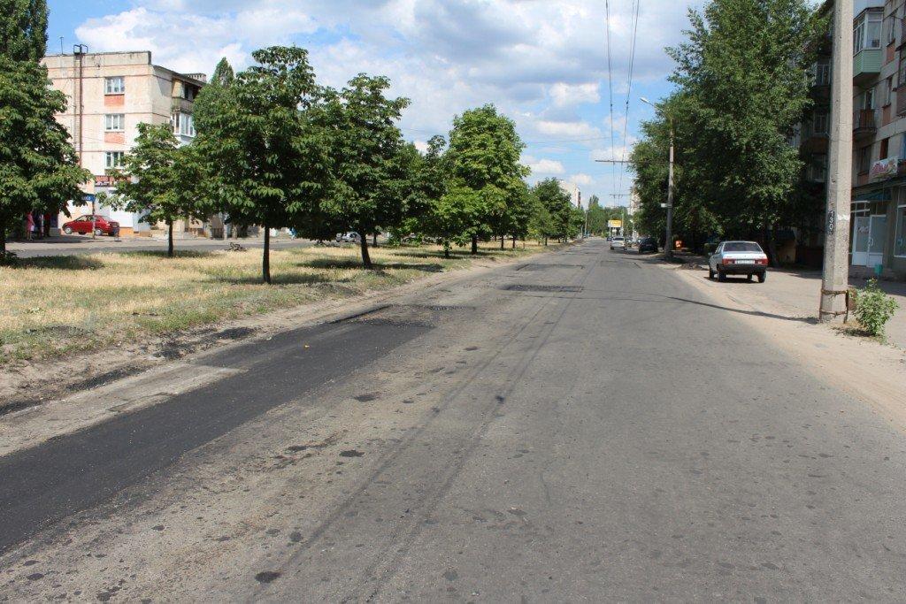 В Северодонецке продолжают латать ямы на дорогах (фото), фото-4