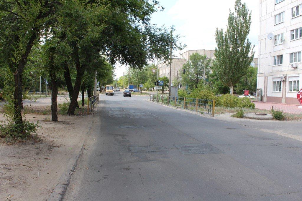 В Северодонецке продолжают латать ямы на дорогах (фото), фото-7