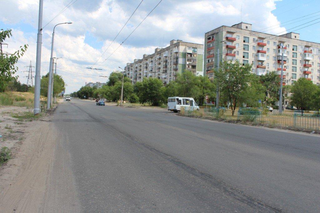 В Северодонецке продолжают латать ямы на дорогах (фото), фото-6
