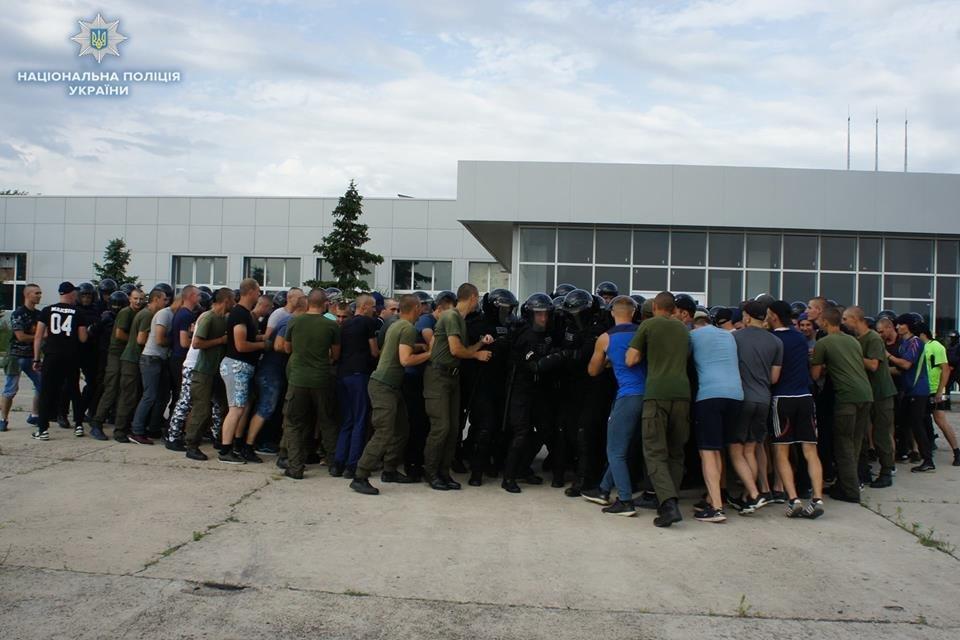 На Луганщине полицейские учились усмирять толпу, фото-1