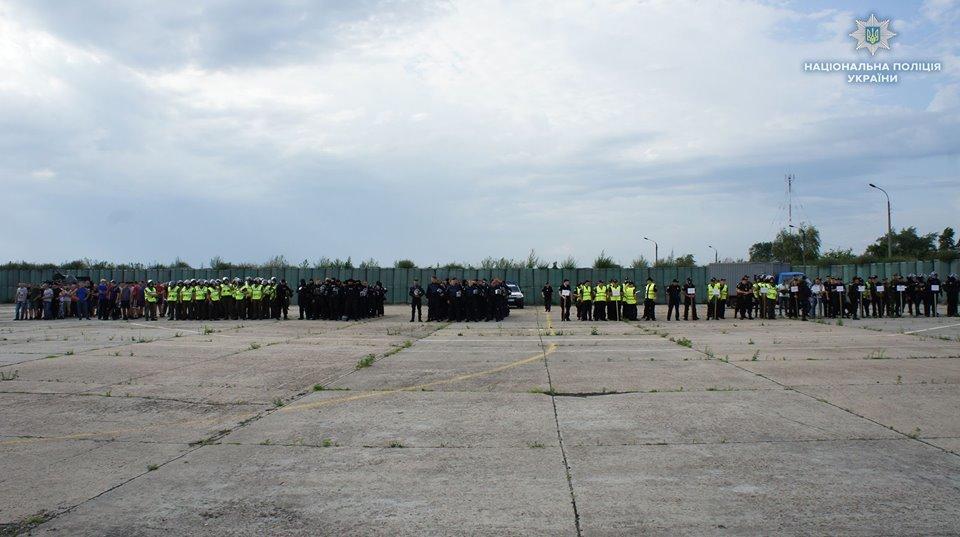 На Луганщине полицейские учились усмирять толпу, фото-2