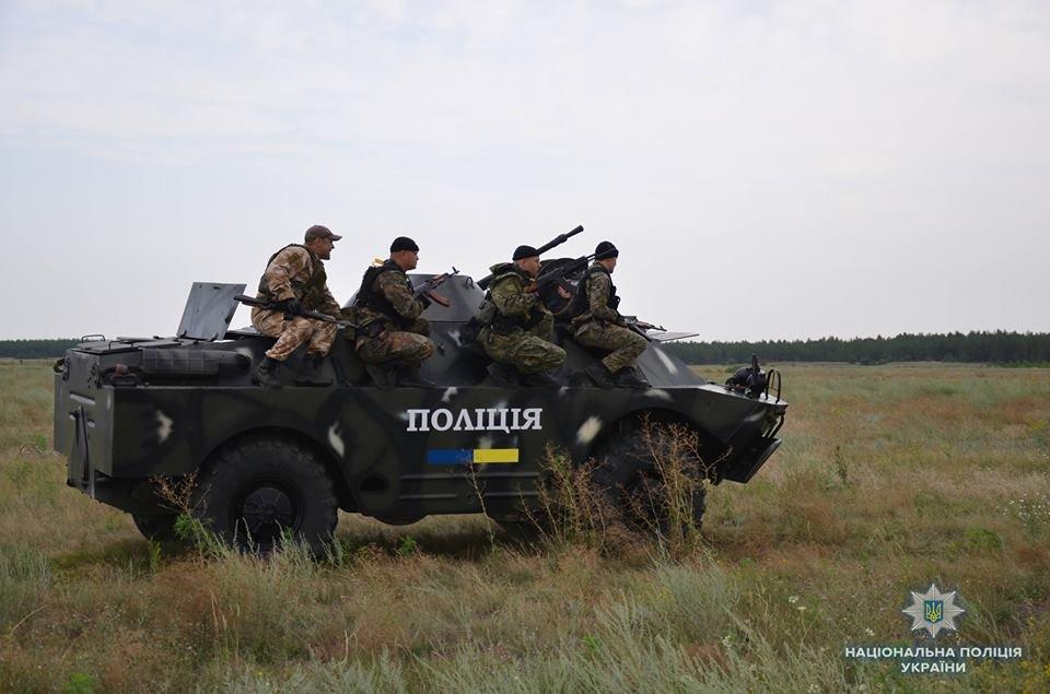 На Луганщине полицейские учились усмирять толпу, фото-5
