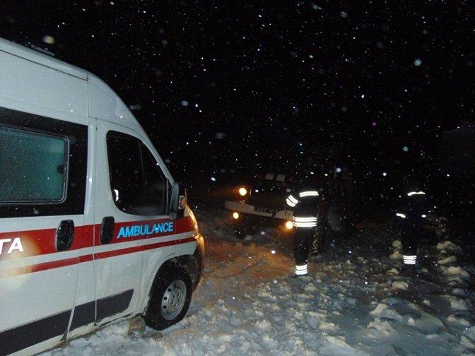 В Лисичанске ГСЧС отбуксировала две кареты скорой помощи, фото-2