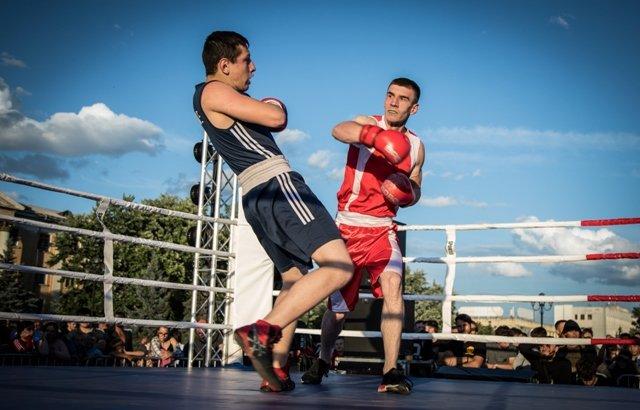 В Лисичанске прошел боксерский турнир памяти отца и сына Назаренко и концерт группы Армия, фото-2