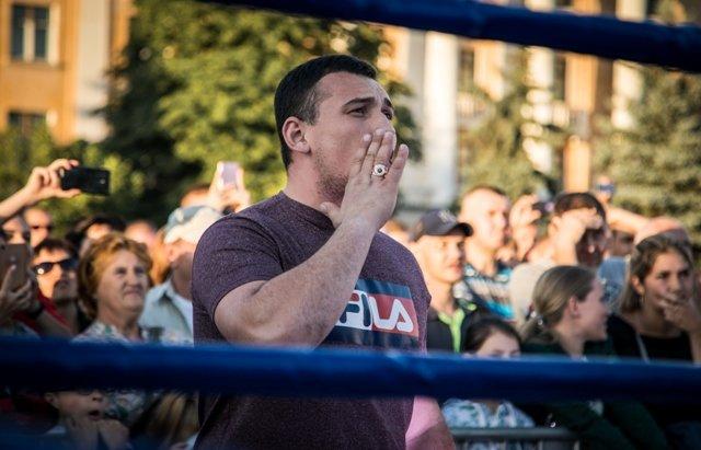 В Лисичанске прошел боксерский турнир памяти отца и сына Назаренко и концерт группы Армия, фото-5