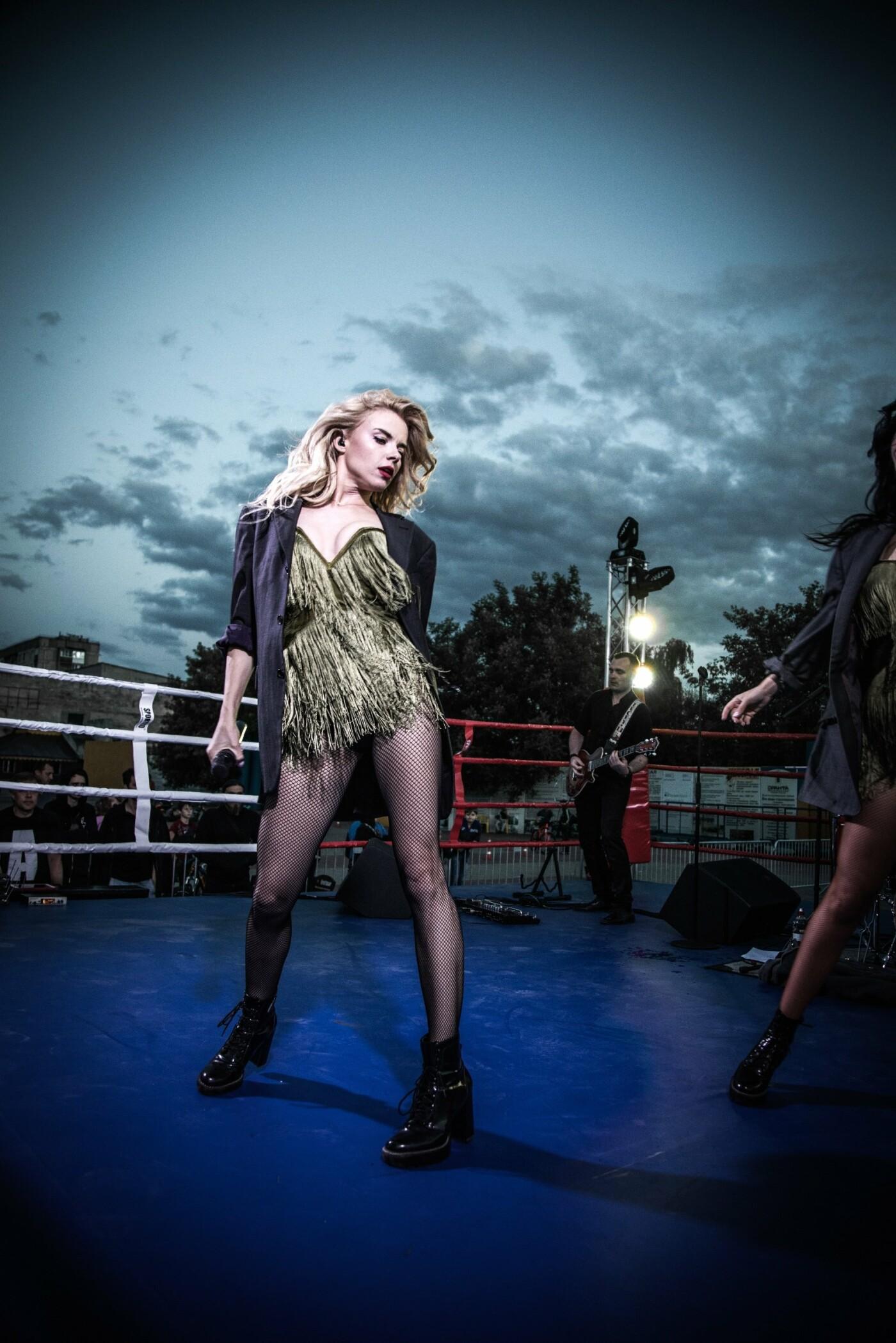 В Лисичанске прошел боксерский турнир памяти отца и сына Назаренко и концерт группы Армия, фото-28