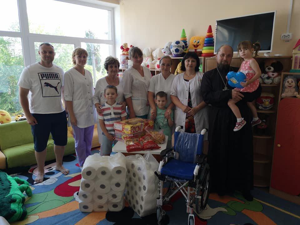 Волонтеры центра «Надія» привезли подарки  Северодонецкому дому ребёнка, фото-1