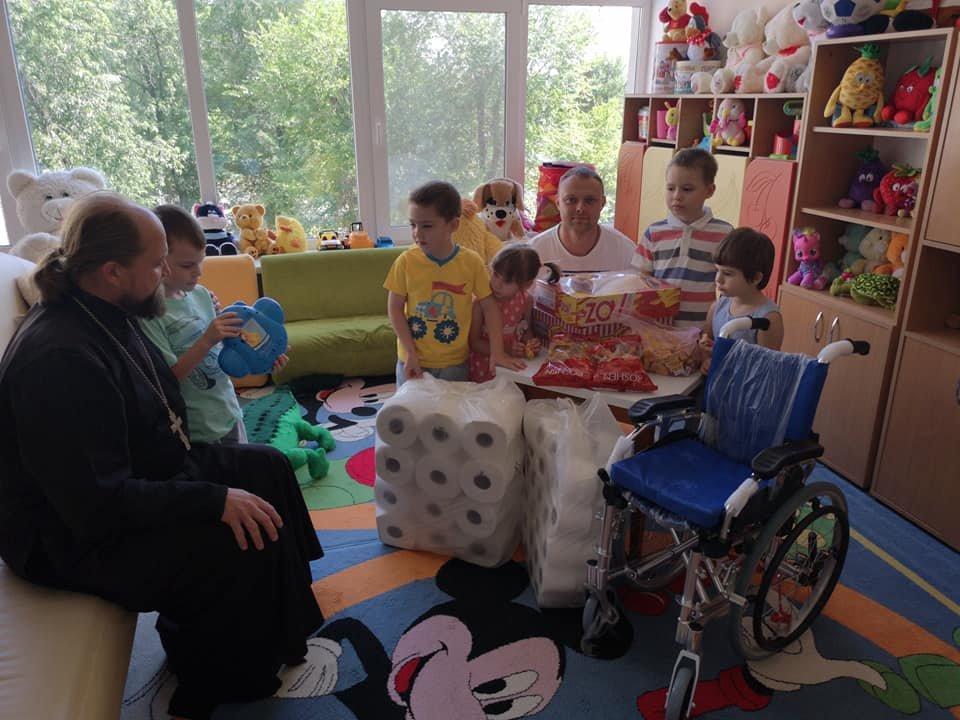 Волонтеры центра «Надія» привезли подарки  Северодонецкому дому ребёнка, фото-2