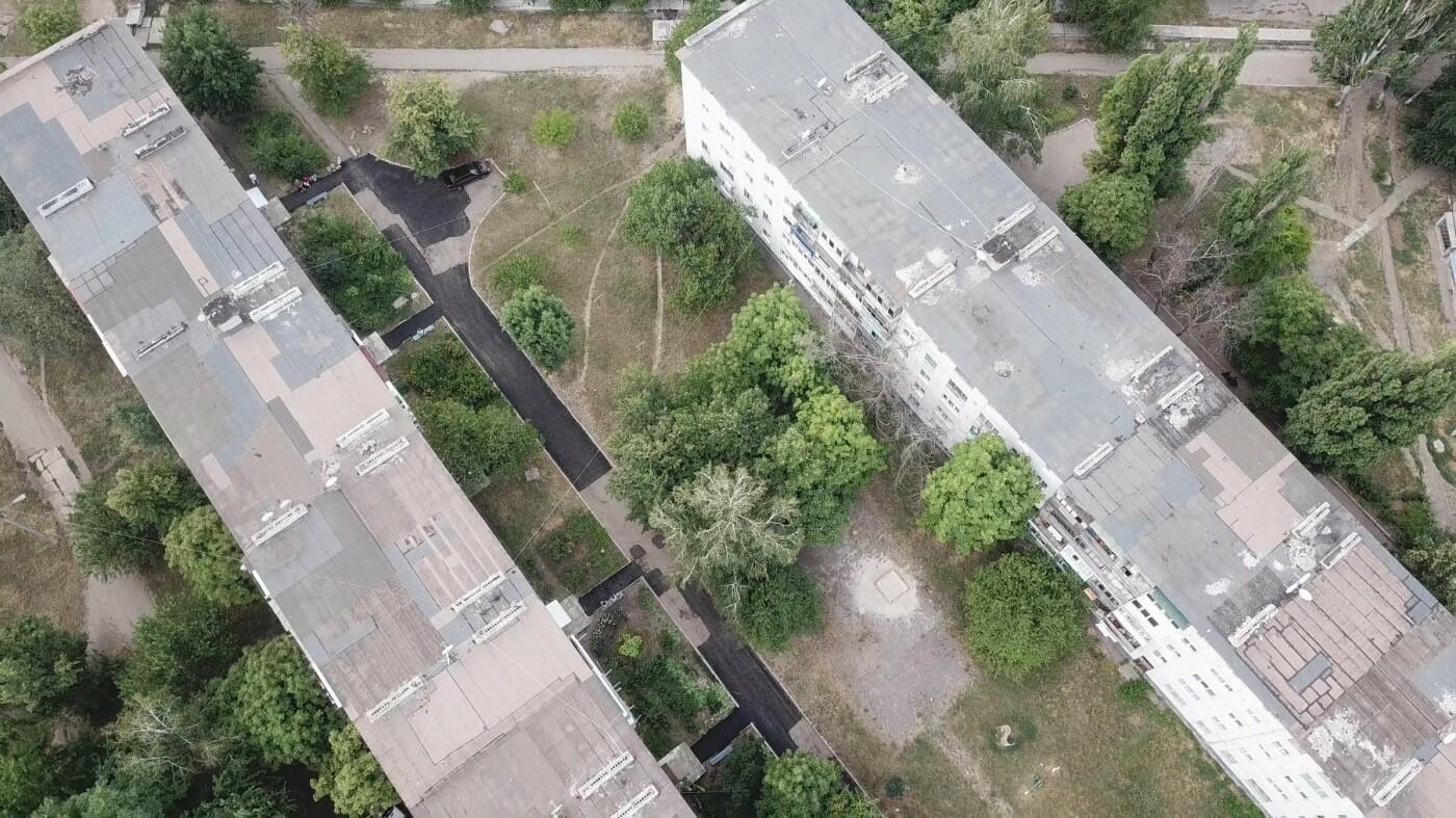 За три недели команда Сергея Рыбалка проложила 32,5  тыс. кв. м. нового асфальта в Лисичанске и окрестных городах, фото-11