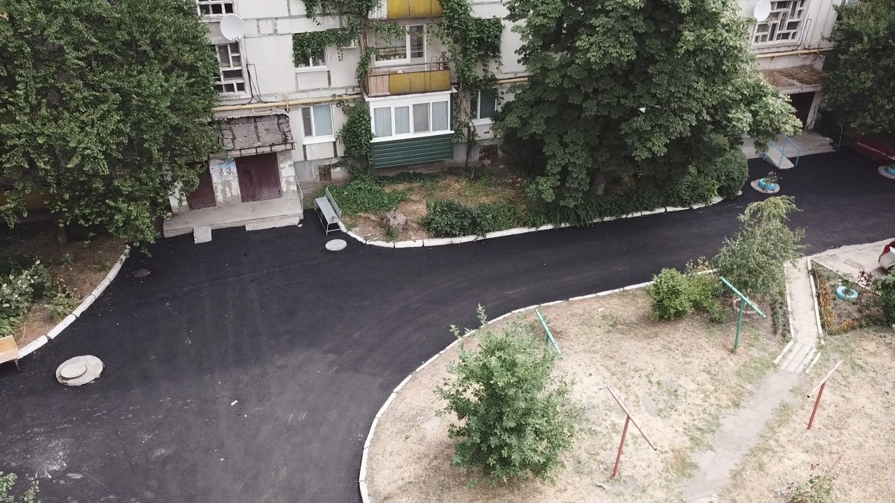 За три недели команда Сергея Рыбалка проложила 32,5  тыс. кв. м. нового асфальта в Лисичанске и окрестных городах, фото-1