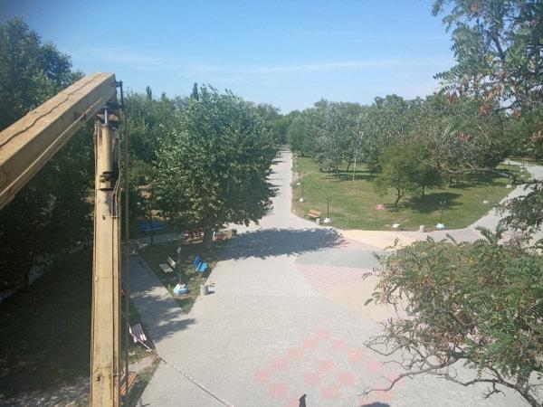 Коммунальщики Северодонецка взялись за ремонт входа в парк, фото-4