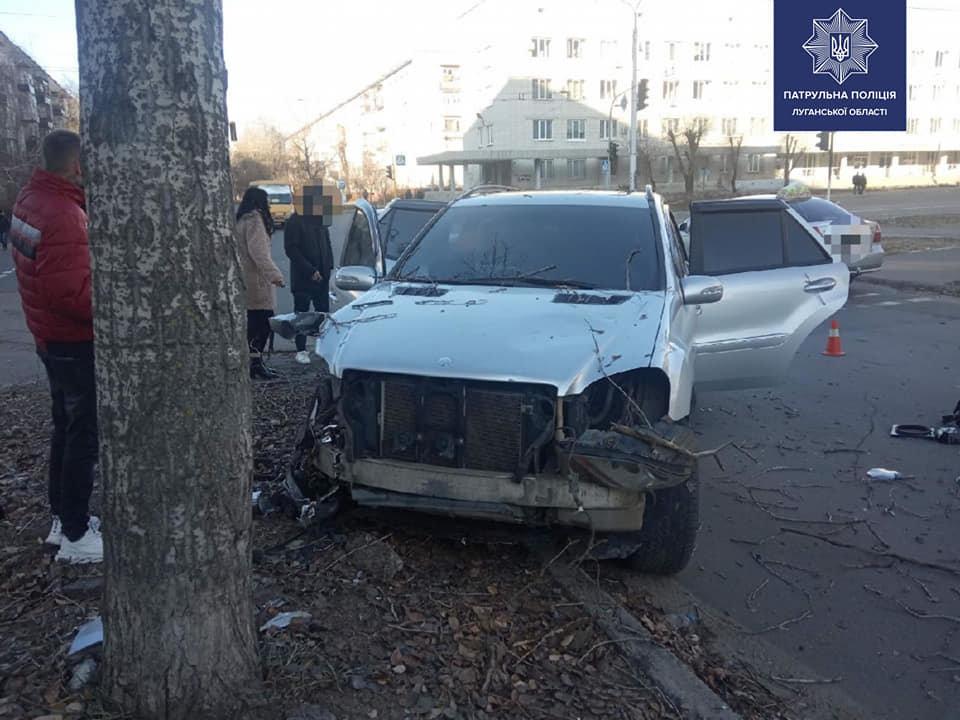 В Северодонецке пьяный водитель протаранил светофор и дерево, фото-1