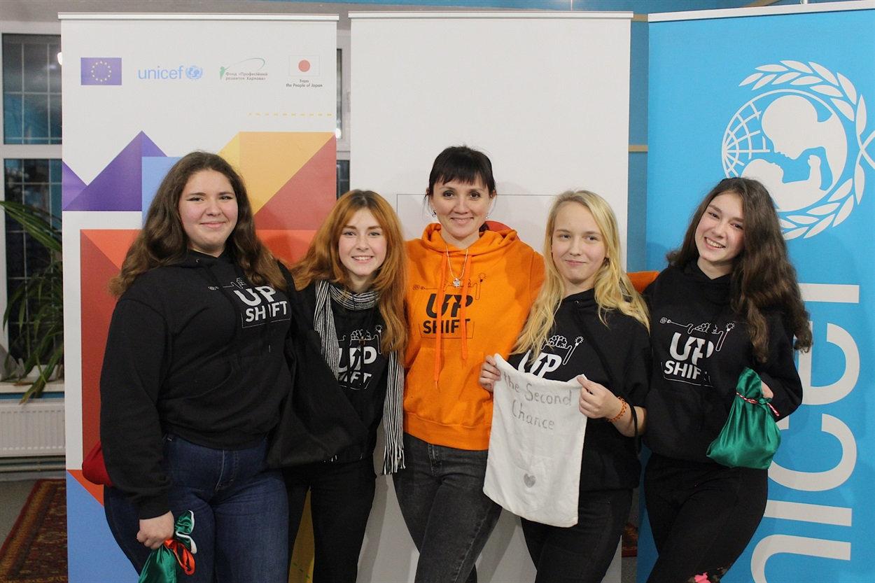 Школьницы из Северодонецка открыли экологическую швейную мастерскую, фото-1