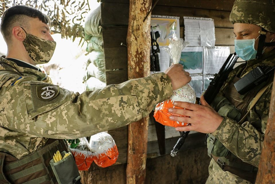 Украинские военные на Донбассе отметили Пасху ( фото), фото-1