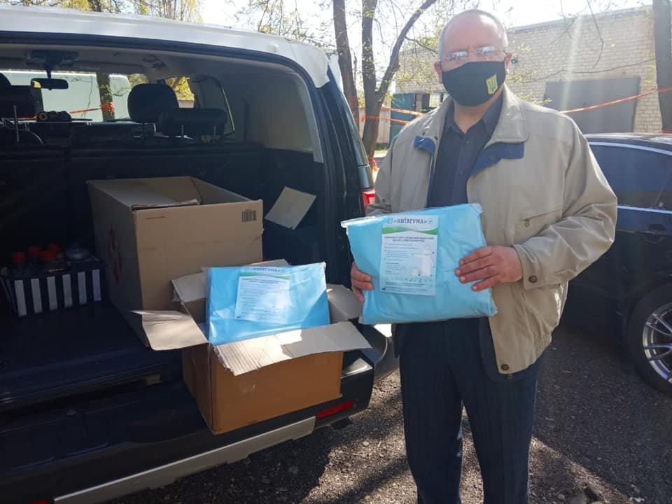 На Луганщине медики получили новую партию защитных костюмов, фото-1