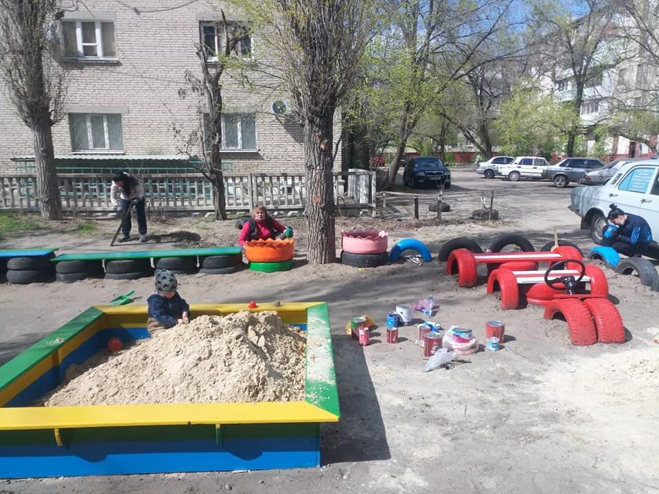 В Северодонецке горожане оборудовали из покрышек детскую площадку (фото), фото-12