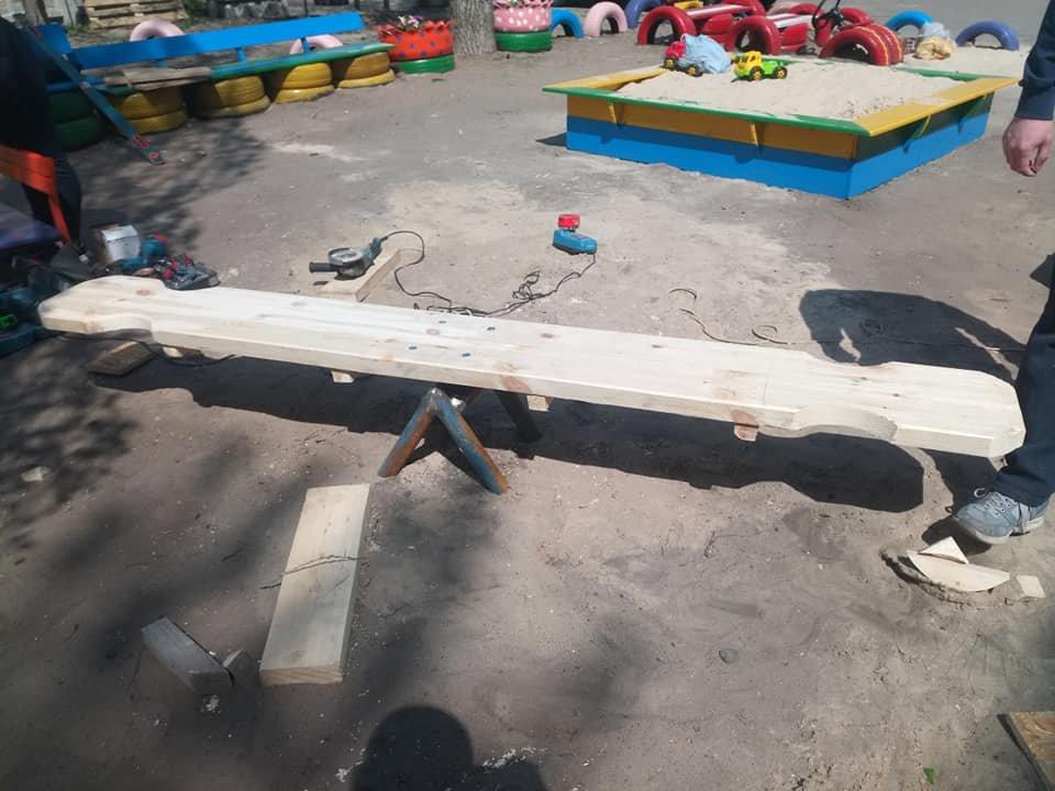 В Северодонецке горожане оборудовали из покрышек детскую площадку (фото), фото-14