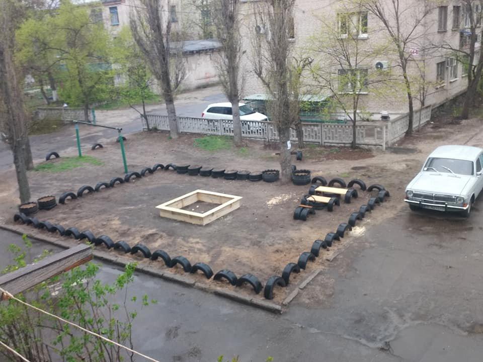 В Северодонецке горожане оборудовали из покрышек детскую площадку (фото), фото-8