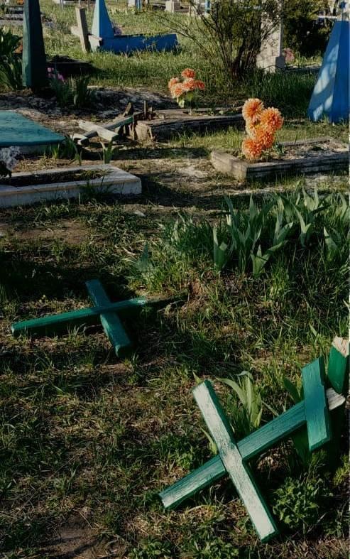 На Луганщине дети надругались над могилами (фото), фото-3
