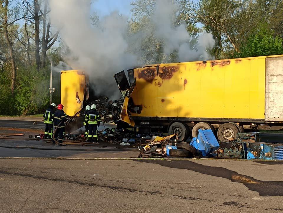 На Луганщине сгорел грузовик с посылками «Новой почты» ( фото) , фото-1