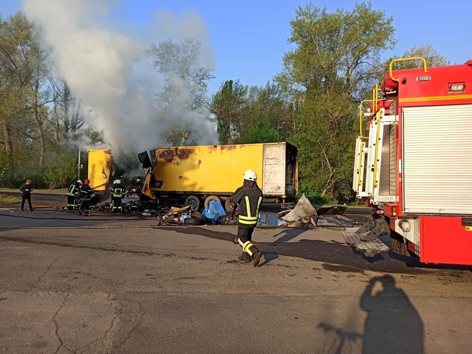 На Луганщине сгорел грузовик с посылками «Новой почты» ( фото) , фото-2