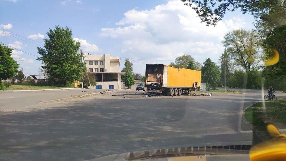 На Луганщине сгорел грузовик с посылками «Новой почты» ( фото) , фото-3