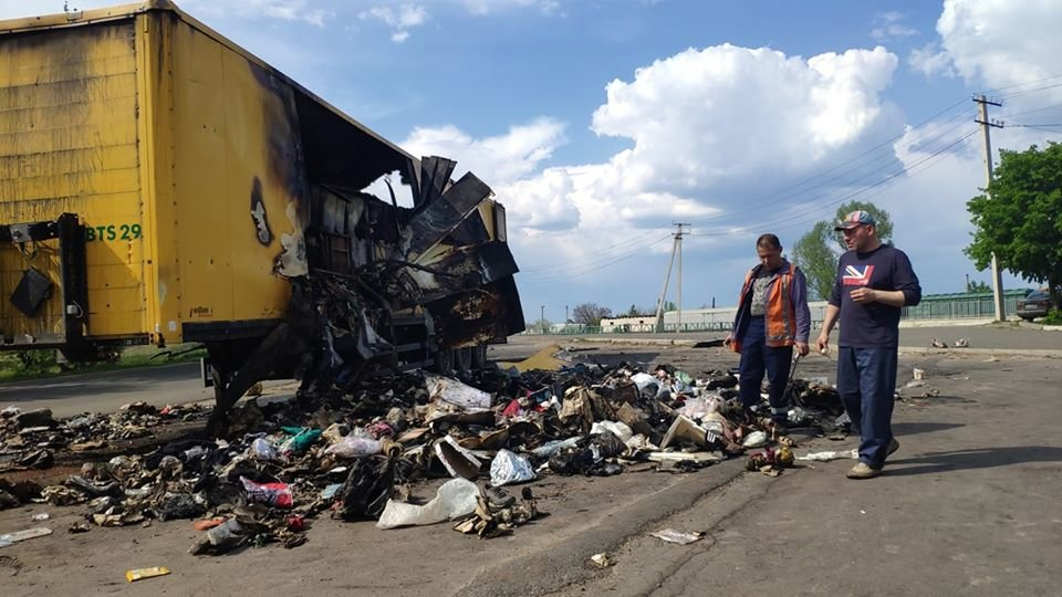 На Луганщине сгорел грузовик с посылками «Новой почты» ( фото) , фото-4