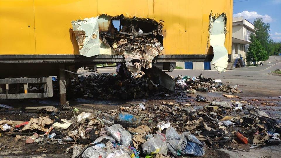 На Луганщине сгорел грузовик с посылками «Новой почты» ( фото) , фото-5
