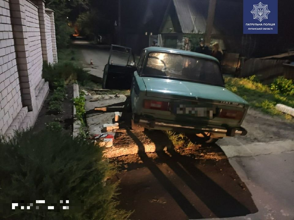 В Щедрищево пьяный водитель совершил наезд на бетонную плиту, фото-1