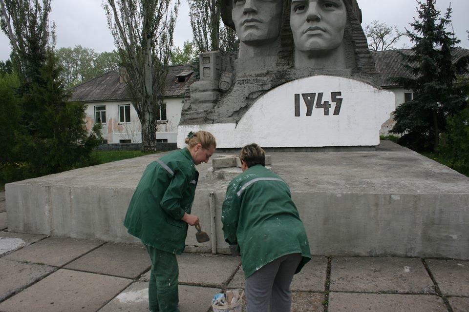 Мемориал Славы в Северодонецке обновляют к Дню Победы (фото), фото-2