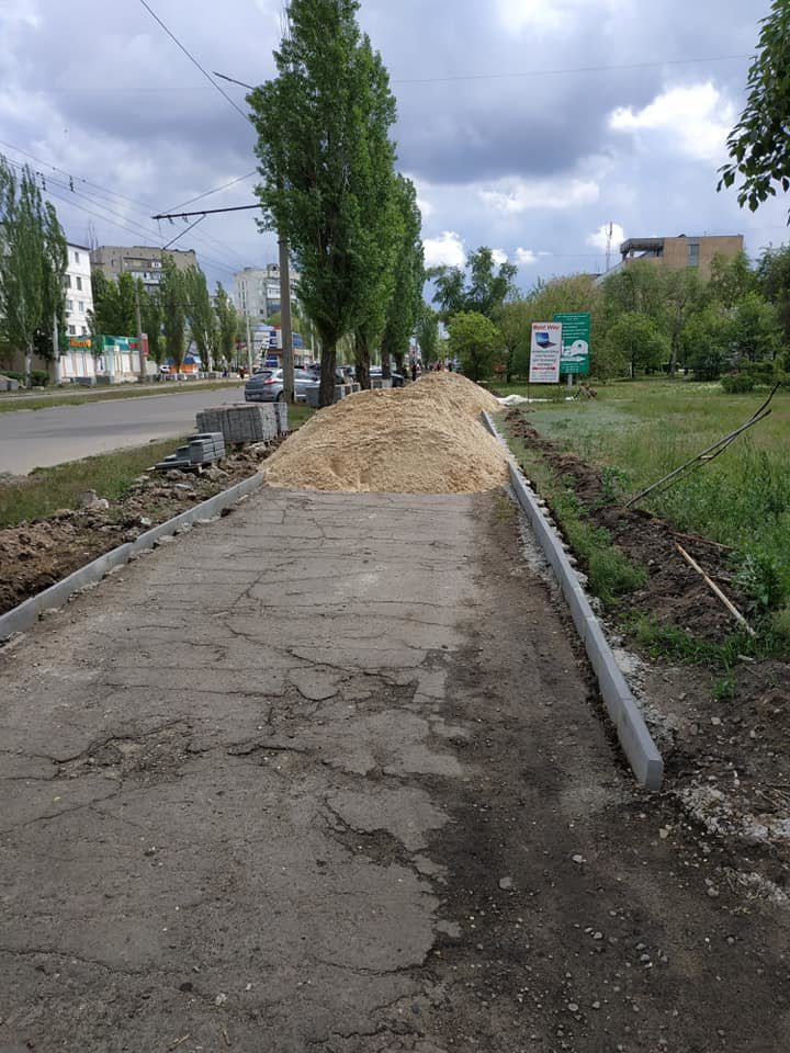 В Северодонецке ремонтируют тротуар не предусмотрев обходной путь, фото-2