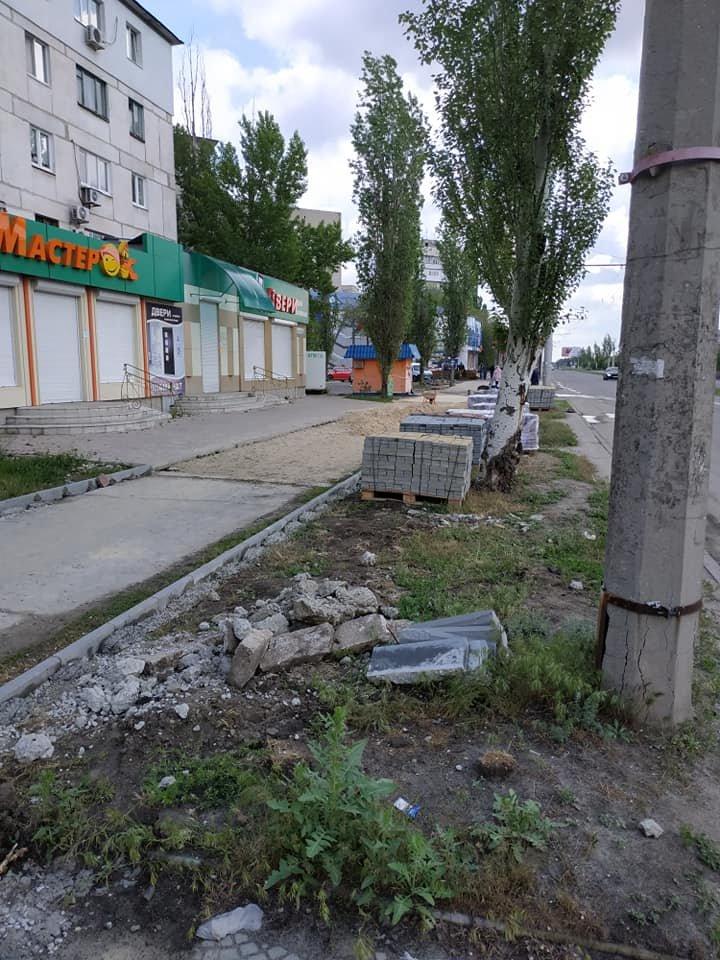 В Северодонецке ремонтируют тротуар не предусмотрев обходной путь, фото-3