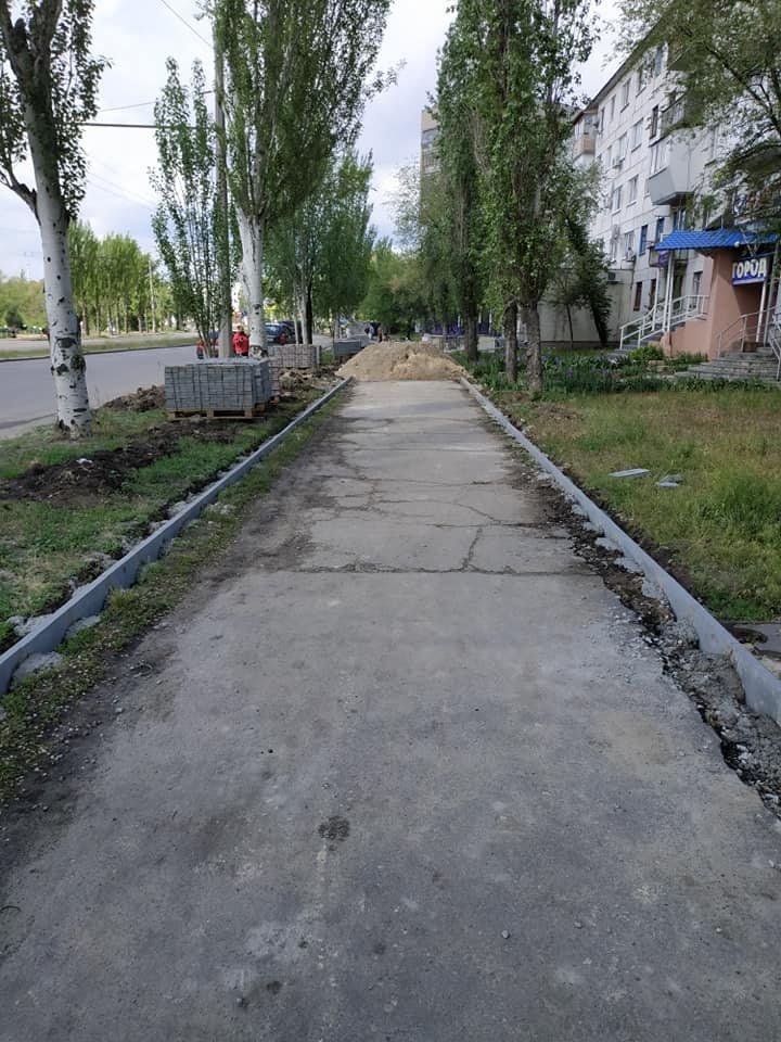 В Северодонецке ремонтируют тротуар не предусмотрев обходной путь, фото-5