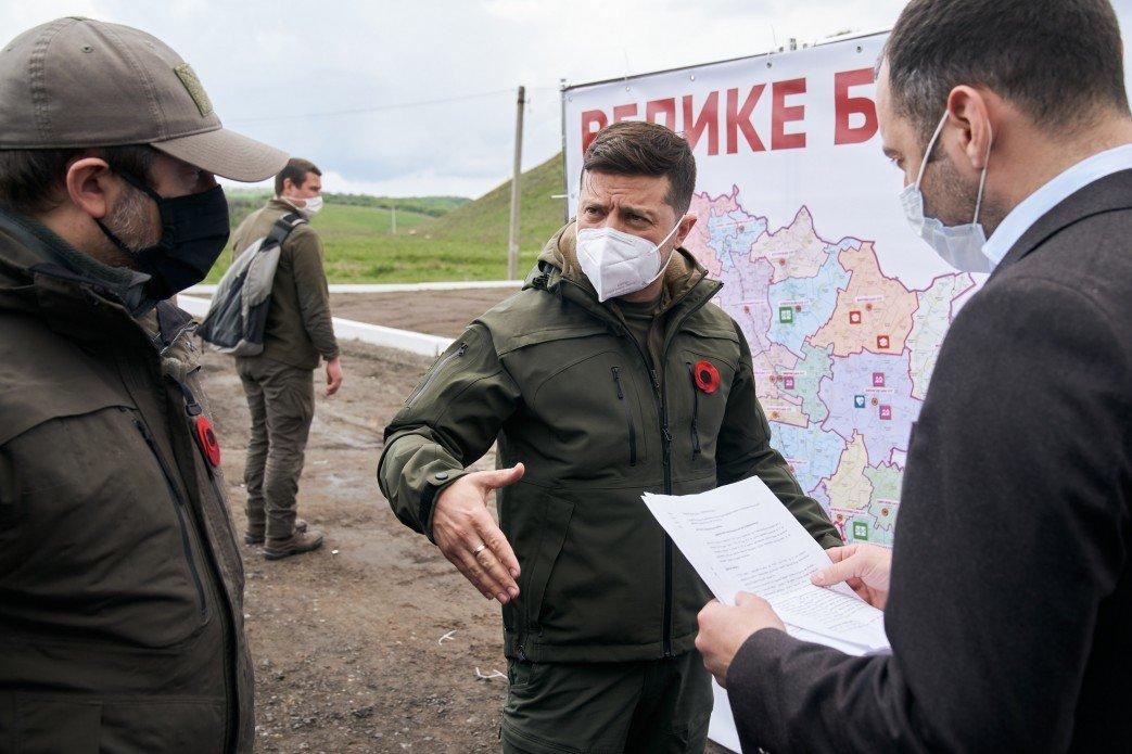 Президент Украины проинспектировал ремонт дороги в Луганской области, фото-1