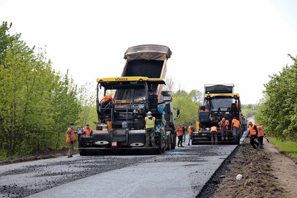 Президент Украины проинспектировал ремонт дороги в Луганской области, фото-3