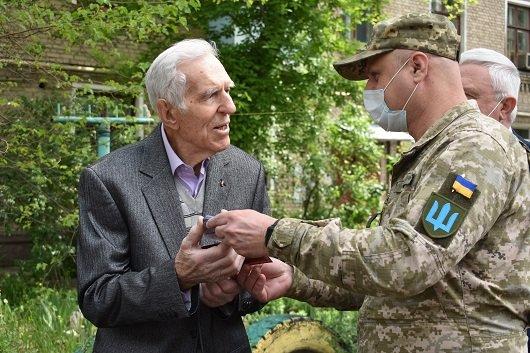 В Северодонецке 130 ветеранов получили подарки, фото-6