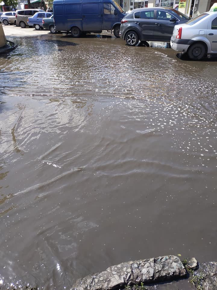 На улице Менделеева разлилась огромная лужа, фото-3