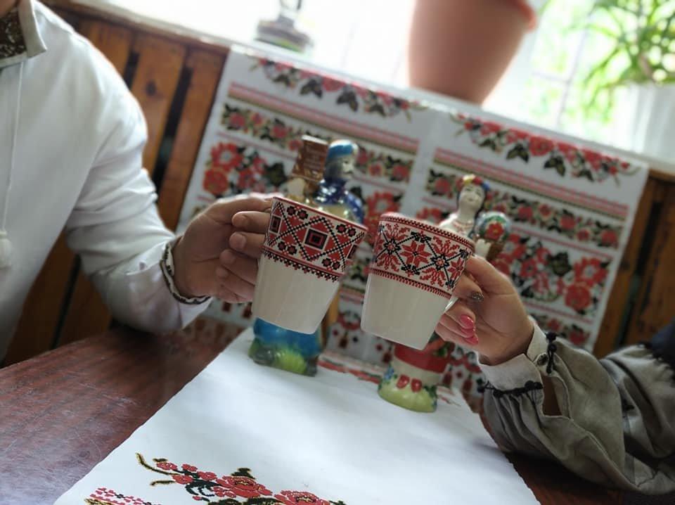 Луганщина в вышиванках: подборка лучших фото из соцсетей, фото-1
