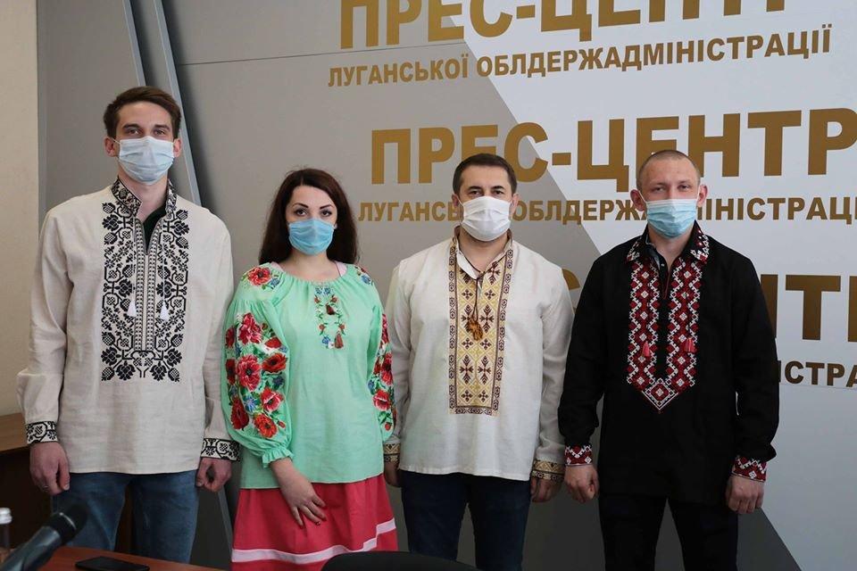 Луганщина в вышиванках: подборка лучших фото из соцсетей, фото-2
