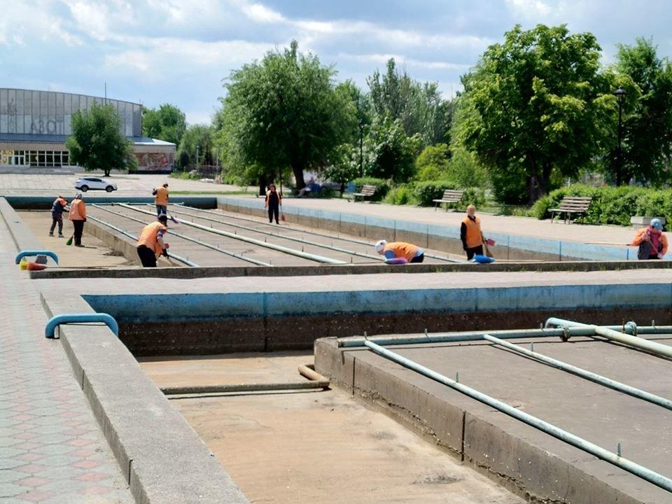 В Северодонецке чистят фонтан, фото-2
