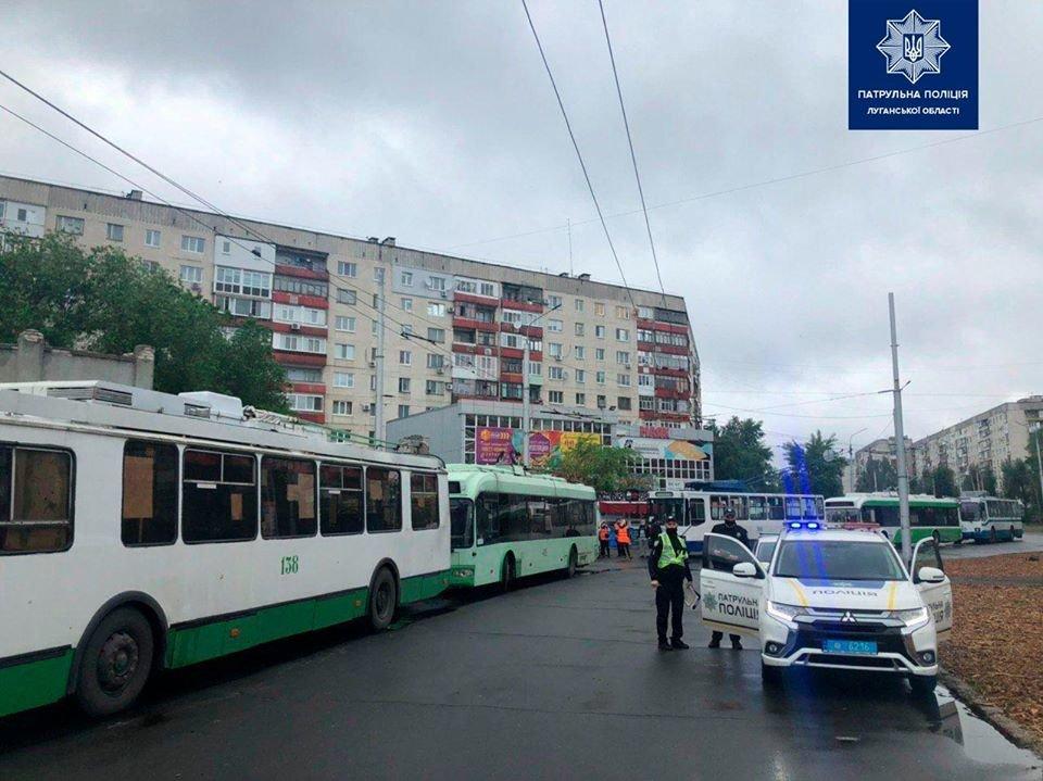 В Северодонецке патрульные взялись за  проверку технического состояния троллейбусов, фото-3